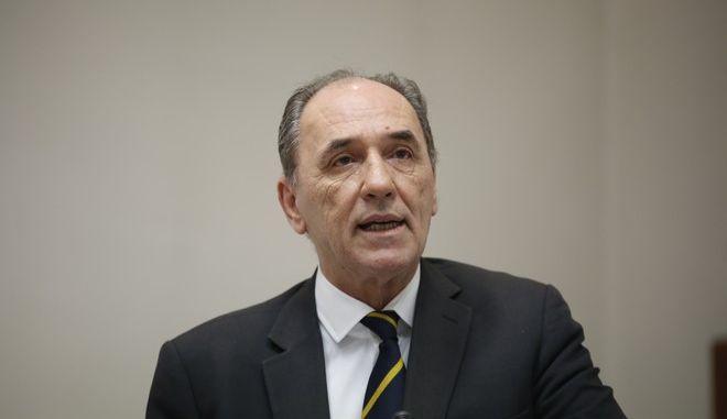 Υπογραφή των Συμβάσεων Μίσθωσης για τις χερσαίες περιοχές έρευνας και αξιοποίησης υδρογονανθράκων, Βορειοδυτική Πελοπόννησος και Άρτα - Πρέβεζα από τον Υπουργό Περιβάλλοντος και Ενέργειας, Γιώργο Σταθάκη και τον Διευθύνοντα Σύμβουλο της ΕΛ.ΠΕ., Γρηγόρη Στεργιούλη την Πέμπτη 25 Μαΐου 2017. (EUROKINISSI/ΣΤΕΛΙΟΣ ΜΙΣΙΝΑΣ)
