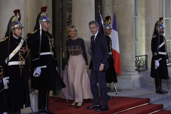 Ο μεγιστάνας Μπερνάρ Αρνό με την σύζυγό του Ελέν Μερσιέ στο προεδρικό μέγαρο στο Παρίσι σε γεύμα προς τιμή του Κινέζου προέδρου τον Μάρτιο του 2019