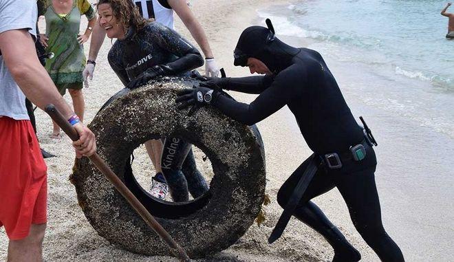 Καθαρισμός παραλίας απ' την AllForBlue