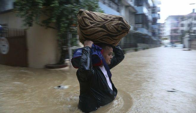 Πλημμυρισμένοι δρόμοι στο Κατμαντού του Νεπάλ