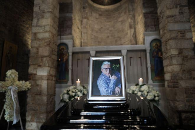 Η σορός του Κώστα Βουτσά τέθηκε σε λαϊκό προσκύνημα στο παρεκκλήσι της Μητρόπολης Αθηνών, την Πέμπτη 27 Φεβρουαρίου 2020. (EUROKINISSI/ΣΤΕΛΙΟΣ ΜΙΣΙΝΑΣ)