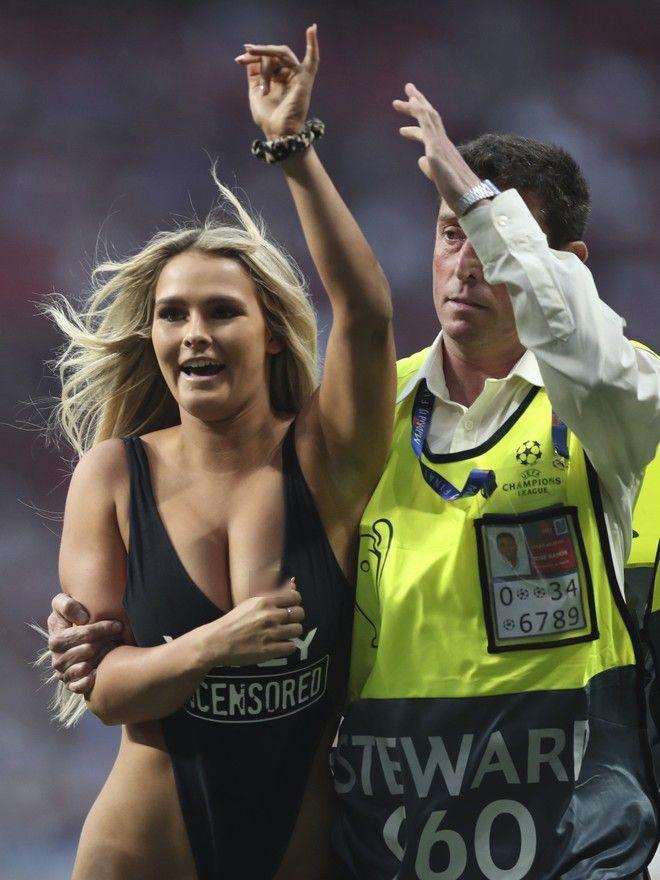 Η γυναίκα που εισέβαλε στον τελικό του Champions League