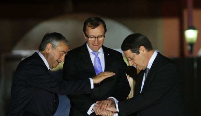 Οι συνομιλίες για το Κυπριακό επαναρχίζουν την Παρασκευή, 15 Μαΐου ανακοίνωσε ο Ειδικός Σύμβουλος του ΓΓ `Εσπεν Μπαρθ Εϊντε μετά το δείπνο με τον Πρόεδρο Αναστασιάδη και τον Μουσταφά Ακιντζί στο Λήδρα Πάλας , Λευκωσία 11 Μαΐου 2015. ΚΥΠΕ/ΚΑΤΙΑ ΧΡΙΣΤΟΔΟΥΛΟΥ