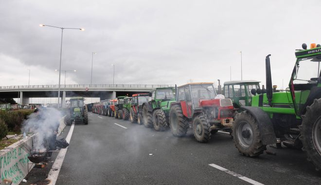 Φωτογραφίες από τη ζωή των αγροτών στον κόμβο της Νίκαιας Λάρισας. Παρασκευή 22 Ιανουαρίου  2010 ΑΠΕ/ΜΠΕ Βασιλική Πασχάλη.