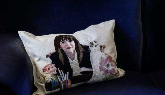 Το μαξιλάρι της Κατερίνας Σακελλαροπούλου στο Προεδρικό Μέγαρο