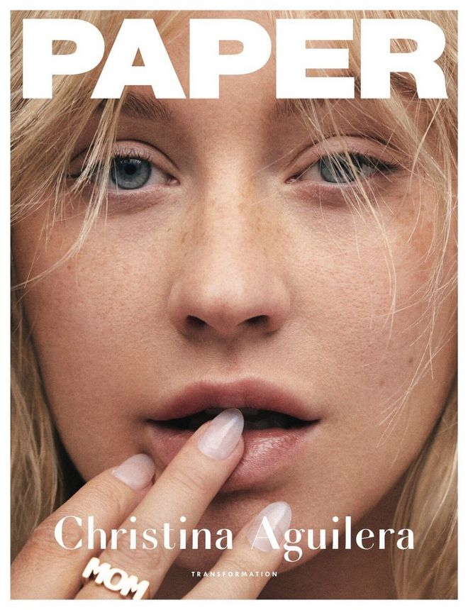 Η Κριστίνα Αγκιλέρα στο εξώφυλλο του Paper