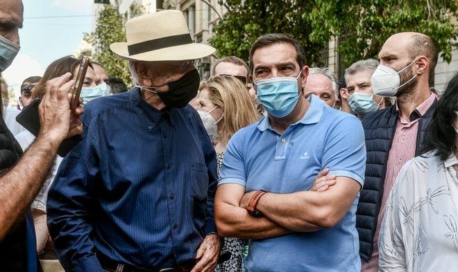 Ο πρόεδρος του ΣΥΡΙΖΑ - ΠΣ Αλέξης Τσίπρας στη συγκέντρωση κατά του νομοσχεδίου για τα εργασιακά