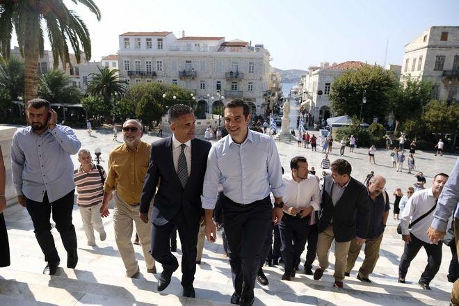 Τσίπρας στη Σύρο: Η ανάκαμψη αφορά τους ανθρώπους του μόχθου