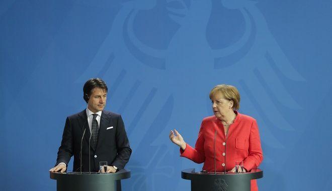 Η Γερμανίδα καγκελάριος Άνγκελα Μέρκελ και ο Ιταλός πρωθυπουργός Τζουζέπε Κόντε