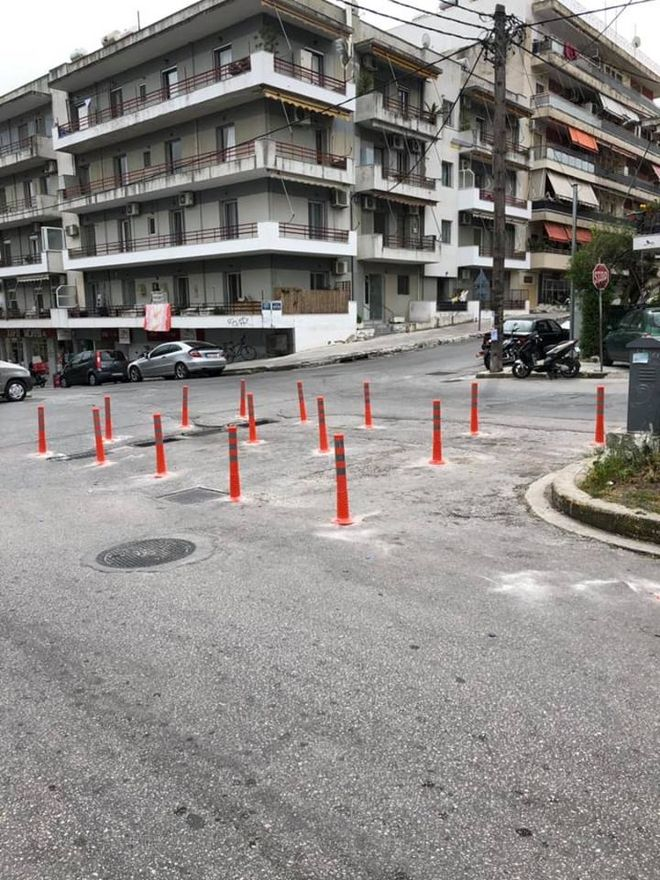 Η απίστευτη πατέντα του Δήμου Λέσβου για να μην παρκάρουν αυτοκίνητα