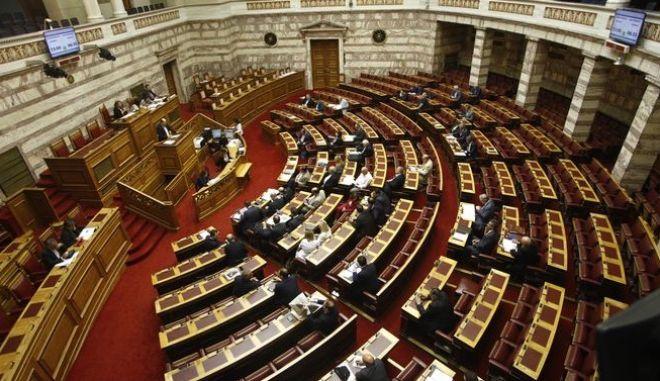 Πέρασαν τα προαπαιτούμενα με 152 «ναι» από ΣΥΡΙΖΑ – ΑΝΕΛ