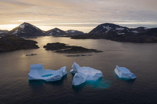 Οι πάγοι λιώνουν στη Γροιλανδία.
