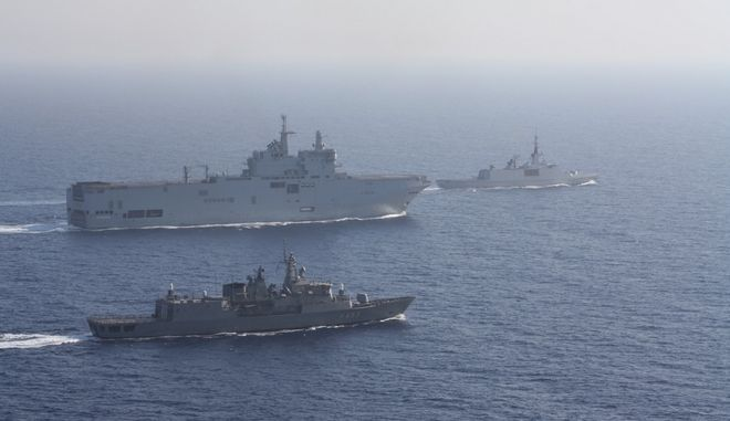 Έμπρακτη στήριξη Μακρόν: Έστειλε στην Ελλάδα δύο πολεμικά πλοία και δύο Rafale