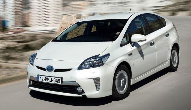 Οι πωλήσεις υβριδικών μοντέλων της Toyota ξεπέρασαν τις 6 εκάτ. οχήματα
