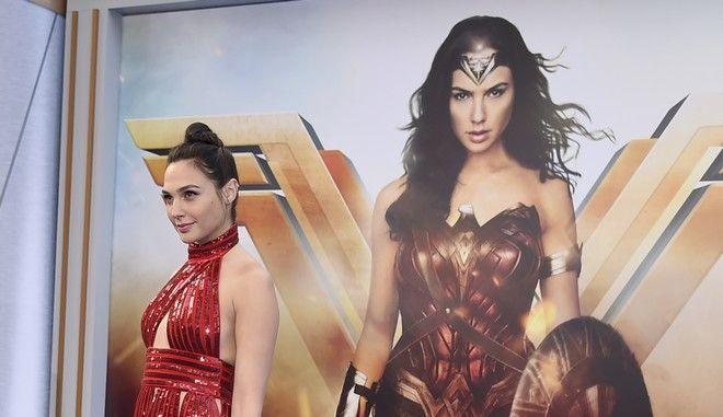 Η Γκαλ Γκαντότ στην παγκόσμια πρεμιέρα του Wonder Woman τον Μάιο του 2017 στο Λος Άντζελες