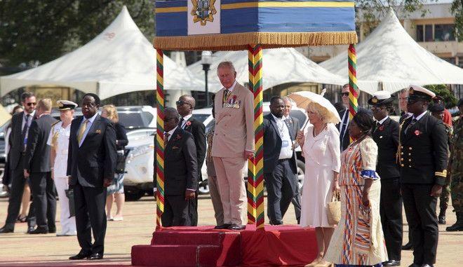 Ο πρίγκιπας Κάρολος και η σύζυγός του, Καμίλα, πραγματοποιούν περιοδεία στην Αφρική