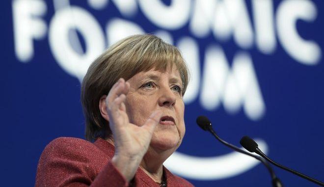 Η Γερμανίδα καγκελάριος Άνγκελα Μέρκελ κατά την ομιλία της στο Παγκόσμιο Οικονομικό Φόρουμ του Νταβός