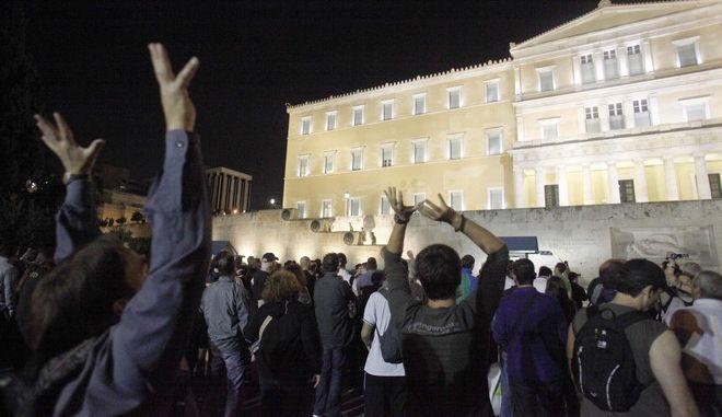 """Στιγμιότυπο από την συγκέντρωση διαμαρτυρίας των """"Αγανακτισμένων"""" στο Σύνταγμα, Τρίτη 27 Σεπτεμβρίου 2011. (EUROKINISSI // ΣΥΝΕΡΓΑΤΗΣ)"""