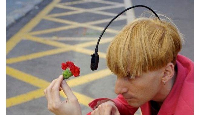 Neil Harbisson: To πρώτο cyborg στον κόσμο, που «ακούει» τα χρώματα, στη σκηνή του Disrupt Greece!