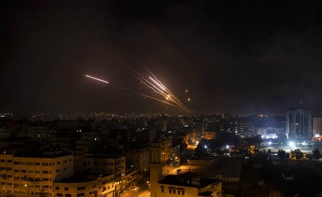 Αντιποινα της Χαμάς με ρουκέτες προς το Ισραήλ.