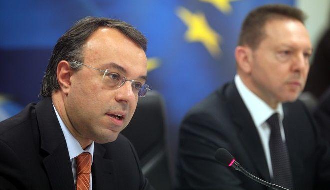 Στιγμιότυπο από την συνέντευξη τύπου που έδωσε ο υπουργός Οικονομικών Γιάννης Στουρνάρας την Τρίτη 16 Απριλίου 2013. (EUROKINISSI/ΣΥΝΕΡΓΑΤΗΣ)