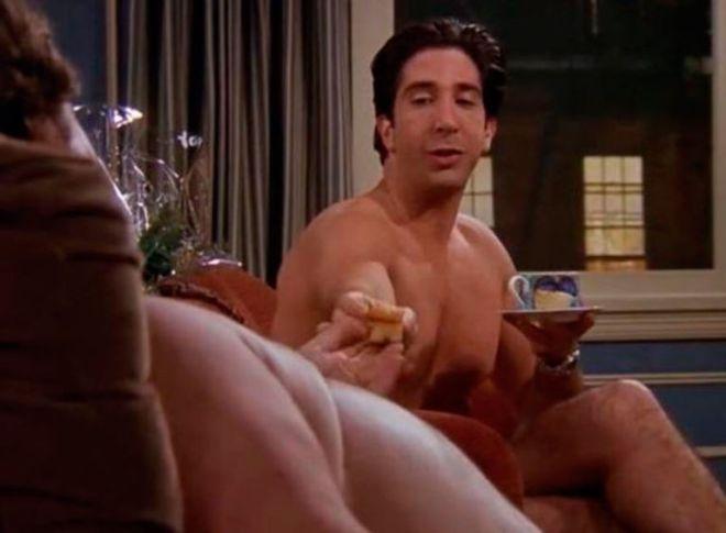 Αποκάλυψη τώρα: Αυτός είναι ο 'Άσχημος γυμνός άνδρας' στα Φιλαράκια