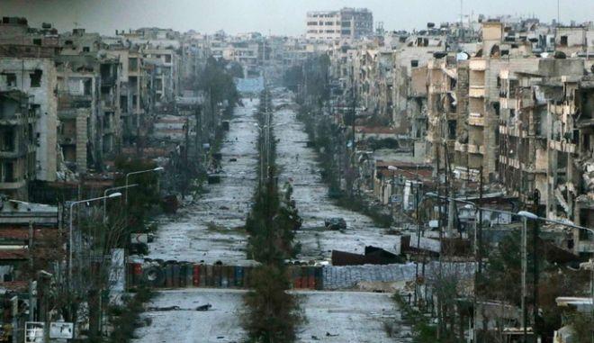 Ανηλεής βομβαρδισμός στο Χαλέπι. Παραλύουν οι ΗΠΑ