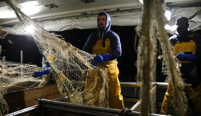 Η Γαλλία κατηγορεί το Λονδίνο ότι παίζει πολιτικά παιχνίδια με τα αλιευτικά δικαιώματα μετά το Brexit