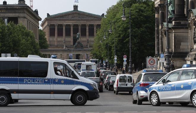 Η Αστυνομία έχει αποκλείσει την περιοχή γύρω από τον καθεδρικό ναό του Βερολίνου