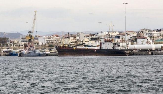 Προσωρινά κρατούμενοι οι 8 ναυτικοί του πλοίου - βόμβα