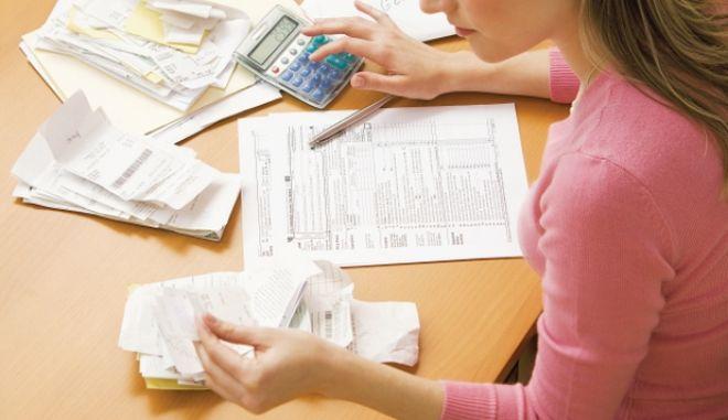 Νέος φορολογικός οδηγός ΥΠΟΙΚ: Τι θα πληρώσουμε και πόσες αποδείξεις πρέπει να μαζέψουμε