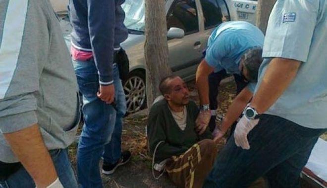 Ελεύθερος με περιοριστικούς όρους o 59χρονος που φέρεται να έδεσε Αιγύπτιο υπάλληλό του με αλυσίδα
