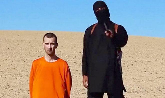 Ο Rod Stewart μιμείται τον Jihadi John σε ένα βίντεο που σοκάρει