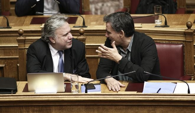 Discussion regarding the priorities actions, at the plenary hall of the Greek parliament, on September 27, 2016 /          , , 27  2016.