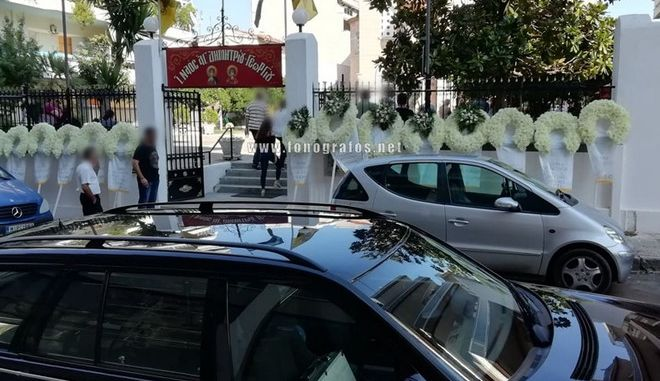 Εικόνα από την κηδεία του 14χρονου Μάριου στη Λαμία