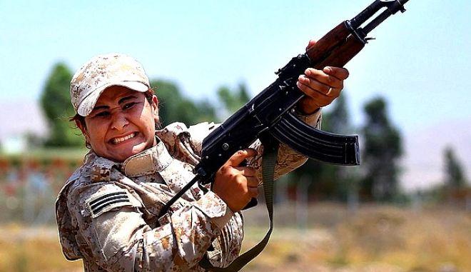 Γυναίκα μαχητής στο Κομπάνι