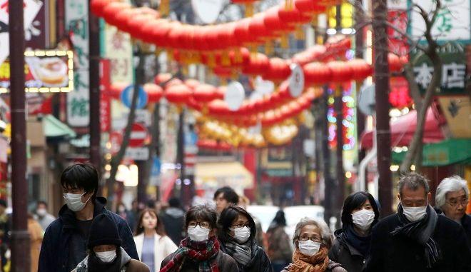 Πολίτες με μάσκες στην Ιαπωνία