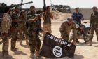 Ιρακινοί στρατιώτες με σημαία του Ισλαμικού Κράτους μετά από επιχείρηση τον Οκτώβριο του 2014