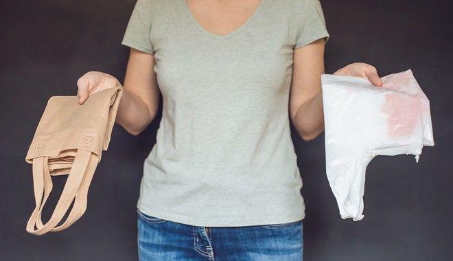 Αν και δεν της φαίνεται, τη ζημιά της την κάνει: Η πλαστική σακούλα περιορίζεται στην καθημερινότητά μας για το καλό όλων μας!