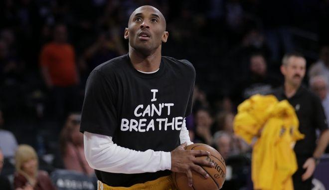 """Ο Κόμπι Μπράιαντ με μπλουζάκι """"i can't breathe"""""""