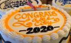 ΗΠΑ: Φούρνος μοιράζει εκατοντάδες τούρτες αποφοίτησης
