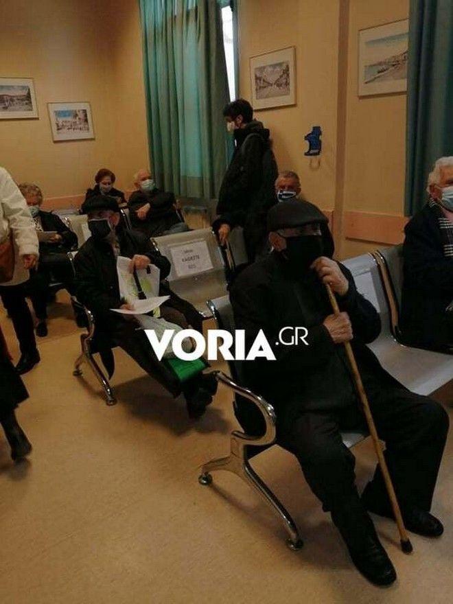 Θεσσαλονίκη: Μεγάλος συνωστισμός σε εμβολιαστικό κέντρο