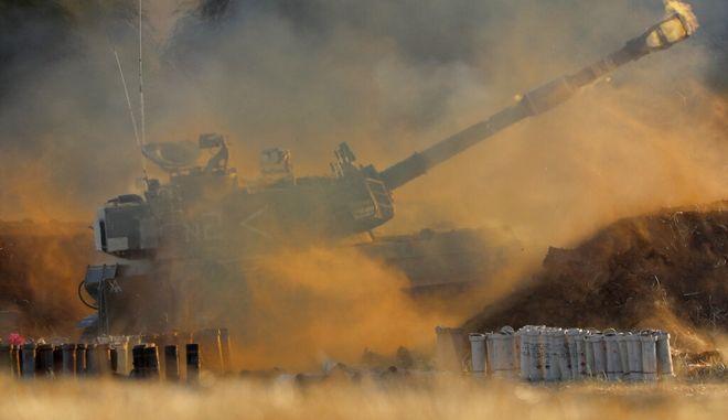 Ισραηλινές δυνάμεις στα σύνορα Ισραήλ με τη Λωρίδα της Γάζας.