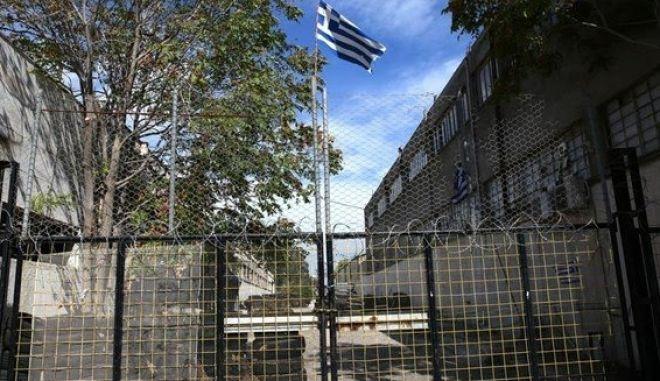 Κατάληψη στο Βοτανικό: Ακροδεξιούς βλέπει ο ΣΥΡΙΖΑ, 'Μπαλτάκους' της κυβέρνησης το ΠΑΣΟΚ