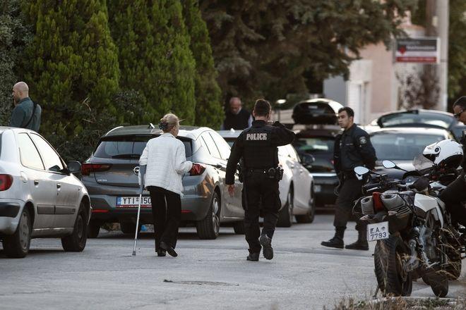 Οικογενειακό έγλημα έλαβε χώρα στην περιοχή του Μαρκόπουλου, σήμερα 14/10/2017. Μητέρα αφού κλείδωσε τον σύζυγο της, φαίνεται πως σκότωσε την 17χρονη κόρη της και στη συνέχεια έβαλε τέλος στη ζωής της (EUROKINISSI/ΓΙΩΡΓΟΣ ΚΟΝΤΑΡΙΝΗΣ)