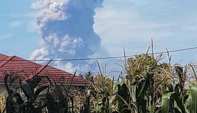 Έκρηξη του ηφαιστείο Σοπουτάν στο νησί Σουλαγουέσι της Ινδονησίας