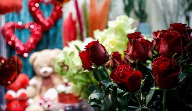 Τριαντάφυλλα σε ανθοπωλείο για τη γιορτή του Αγίου Βαλεντίνου