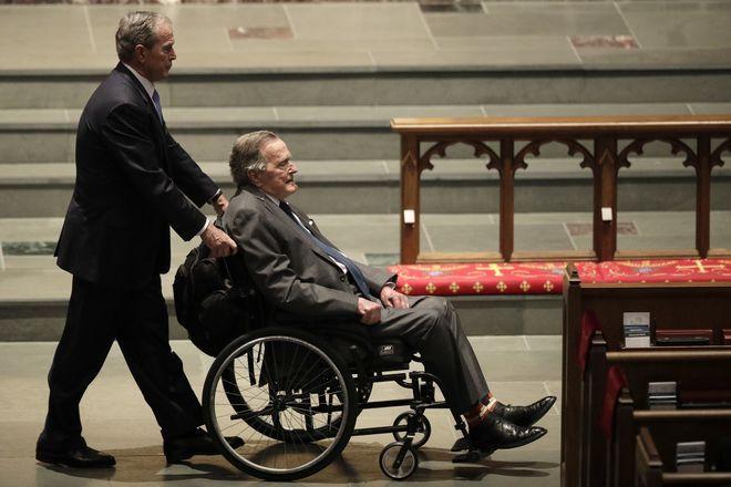 Καθηλωμένος σε αναπηρική καρέκλα στο τέλος της ζωής του