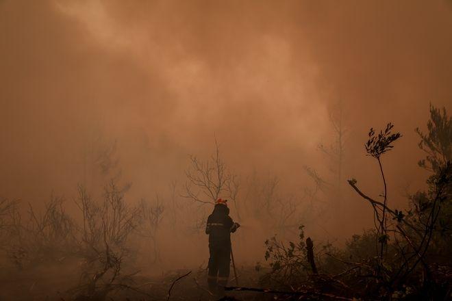 Μάχη με τις φλόγες στη βόρεια Εύβοια