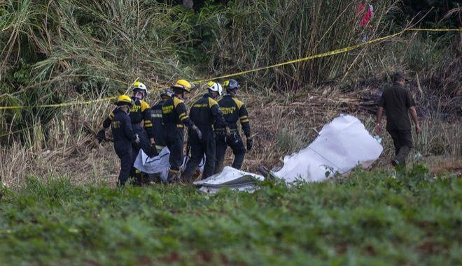Σωστικά συνεργεία ερευνούν στον τόπο της τραγωδίας στην Κούβα